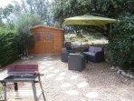 petit jardin avec salon, barbecue