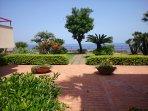 condominio con giardino e discesa a mare