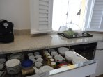 Machines Nespresso , Spécial T .... cuisine parfaitement équipée