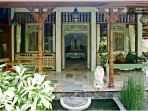 Villa: Side veranda. To the left the breakfast table, and to the right the day bed.