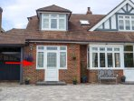 THE ANNEX, romantic, with a shared garden in Rustington, Ref 10693
