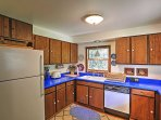 Prepare tasty meals in this fully equipped kitchen!