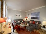 Vacation 1 Bedroom Apartment in the Heart of Paris