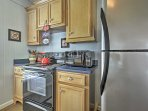 Prepare delicious home-cooked meals in the fully equipped kitchen!