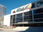Palacio de Congresos de Madrid en el Paseo de la Castellana, frente al estadio de Fútbol.