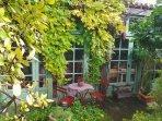 BYRRH  B/B  or rent Jasmine cottage 15th century