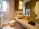 Modern and well designed Bathroom