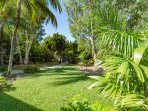 Apartments are set in 2.5 acres of lush tropical gardens, located 5 min stroll to Palm Cove beach
