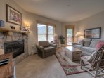 Living area w/plenty of seating