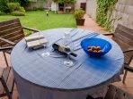 mesa del porche vistas al jardin
