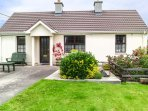 MIDDLEQUARTER, pet-friendly, woodburning stove, enclosed garden, ground floor accommodation, in Newcastle near Clonmel Ref. 25818