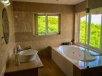Bedroom 1 En-Suite Bathroom & Jacuzzi