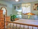 Guest bedroom w/queen bed and TV
