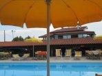 Vista generale della casa con piscina
