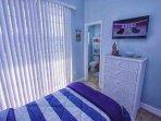 Twin Bedroom w/En-Suite Bath, Balcony & Flat Screen TV