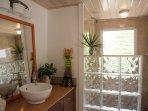 Suite Papaya Bathroom