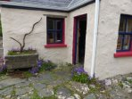 Pat Mor's Cottage - The entrance with porch
