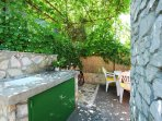 Outside kitchenette, ideal for barbecues and diners.