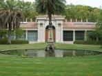 Madrid Botanical Gardens, just 10 minutes walking from apartment. [By David Gordillo, CC]
