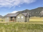 2BR Ennis Cabin w/Breathtaking Mtn. Views!