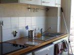 cuisine nord-ouest donnant sur arrière pays provençal
