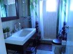 parrot room bathroom