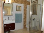 Hallway bath for Queen 'seashell' bedroom