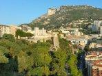 Monaco ville, là où réside le prince Albert II de Monaco dans son palais sur le célèbre Rocher.