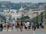 Zone piétonne de la promenade des Anglais à Nice.
