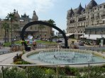 La place du casino royale, triangle d'Or de la Jet Set Monégasque et étrangère. L'hôtel de Paris.
