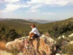 Paradies für Bikers, besonders im Mai, Juni und September (zahlreiche markierte Fahrradwege)