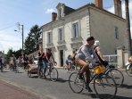 Passage de 'l'Anjou Vélo Vintage' 2016 devant la maison