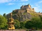 Edinburgh Castle, still a stunning sight and ive lived with it for many, many years!!