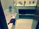 Deuxième salle de bain.