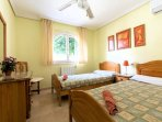 Twin Bedroom with Air-Conditioning and Central Heating