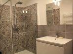 En suite bathroom to ground floor double bedroom