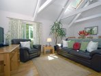 Pembrokeshire cottage with WiFi/internet and flat screen T.V - open plan study/dining area