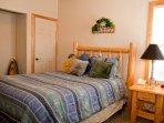Rim Village I2 - Second bedroom - Queen bed