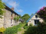 Maen-Offeiriad Cottages