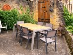 Beynac holiday home - dining terrace with panoramic views over the Dordogne river & 4 Chateaux