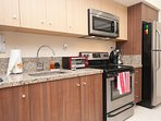 Fully Equipped Kitchen! Blender, Coffee Machine, Juicer, Toaster Oven!