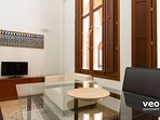 The apartment forms part of a casa palacio built in the Sevillian Regionalist style.