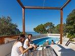 Relájate en nuestra zona de piscina y chill out