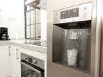 Open Kitchen: The fridge makes ice instantly