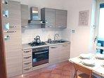 Cucina abitabile con tavolino 4/6 persone (Foto 1)