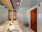 Ensuite bathroom of main bedroom