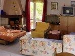 A4(4+4): living room