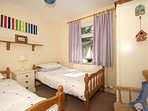 Harlech holiday cottage - bedroom