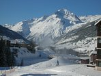 en sortant de la résidence  ' on chausse les skis '