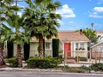 A historic Hollywood cottage in the heart of Los Angeles!